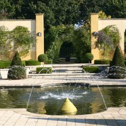 Plaza Alhambra met vijver