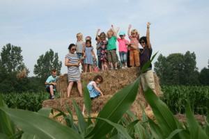 Uitkijkpunt in maisdoolhof bereikt tijdens schoolreisje